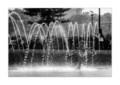[enjoy the fountain]