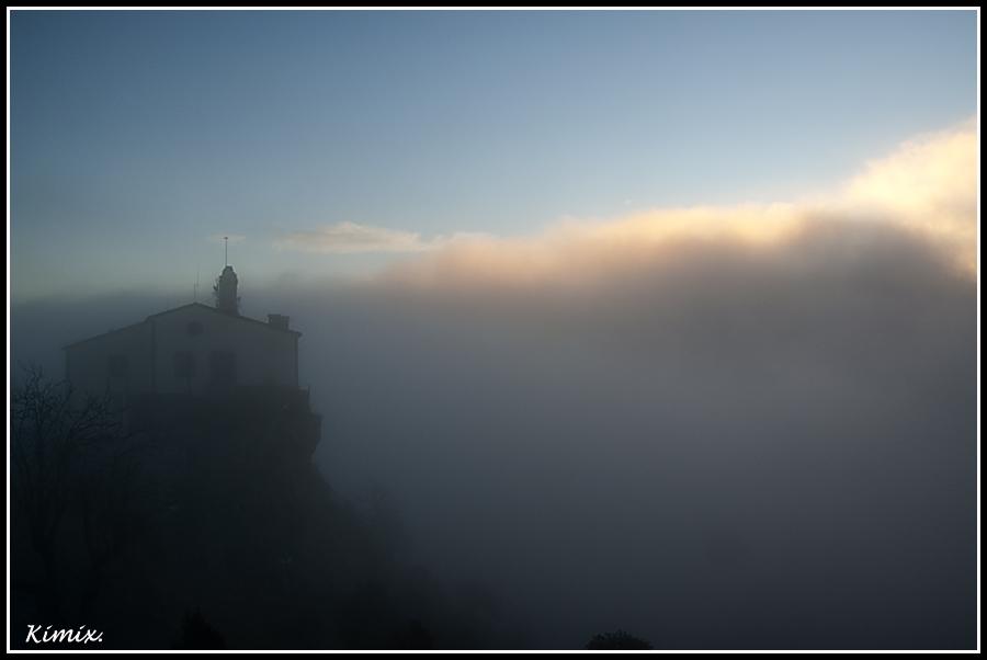 Entre la niebla.