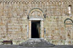 entrée de la cathédrale de Barga, toscane