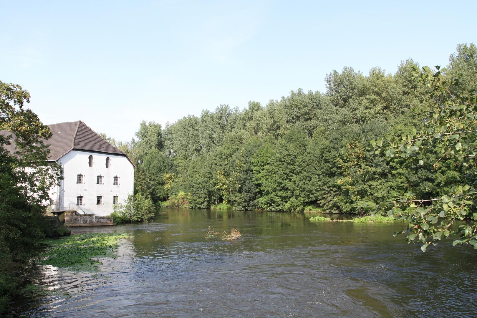 Eppinghover Mühle an der Erft im Rheinkreis Neuss