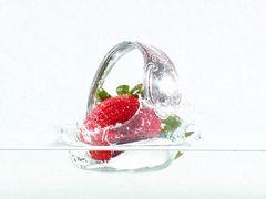 Erdbeere geht baden