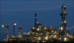 Erdölraffinerie ...