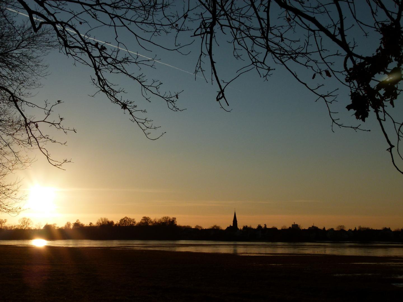Erlensee Hochwasseraschutzgebiet im Sonnenuntergang