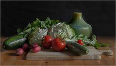Erntefrisch aus dem Garten auf den Tisch -
