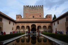 erster Innenhof in dr Alhambra Granda