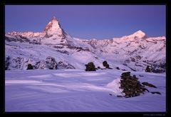 Erstes Licht über den Bergen