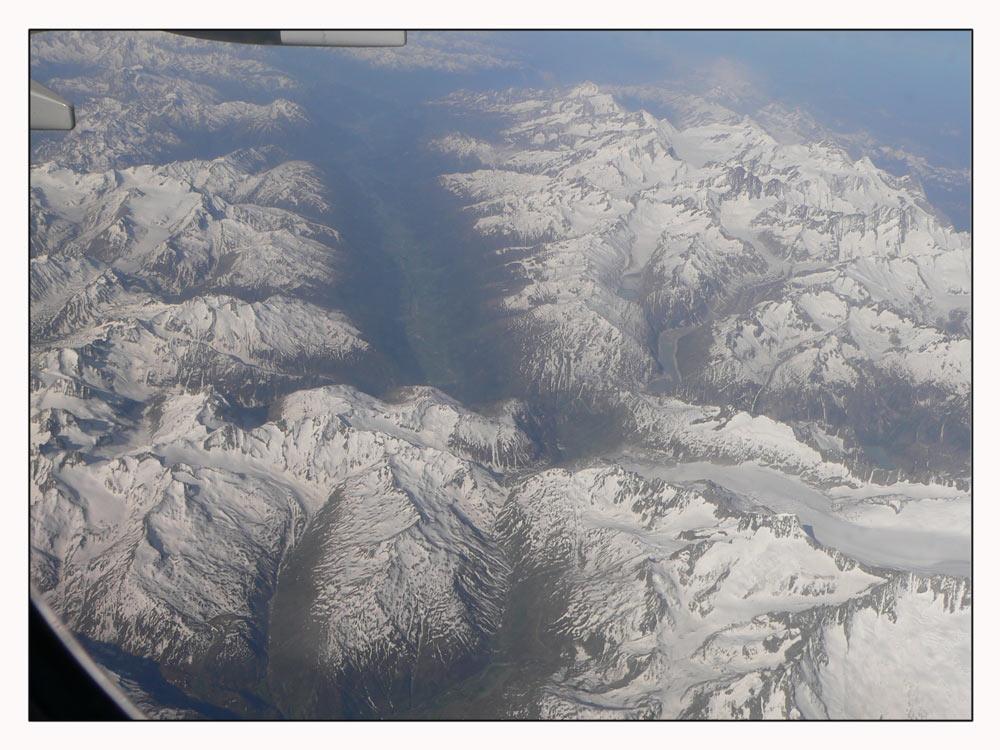 es hat noch Schnee auf den Bergen...