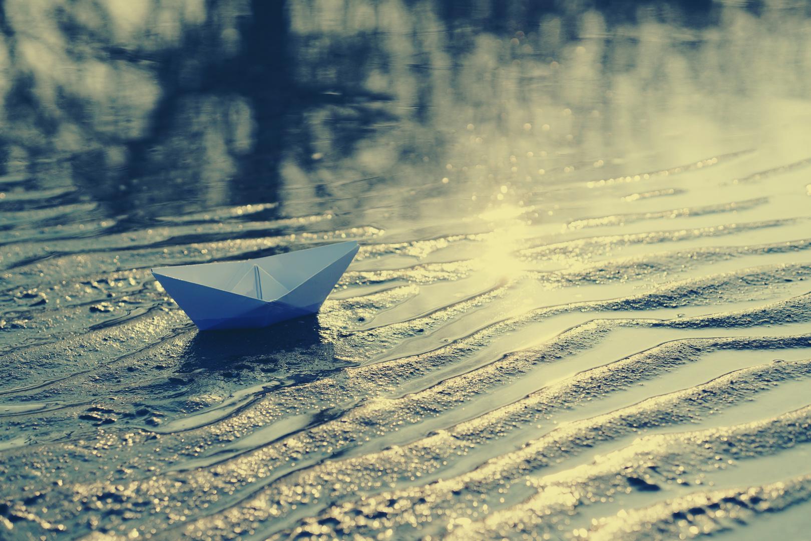 Es ist nie zu spät zu erlernen wie man Schiffchen baut..