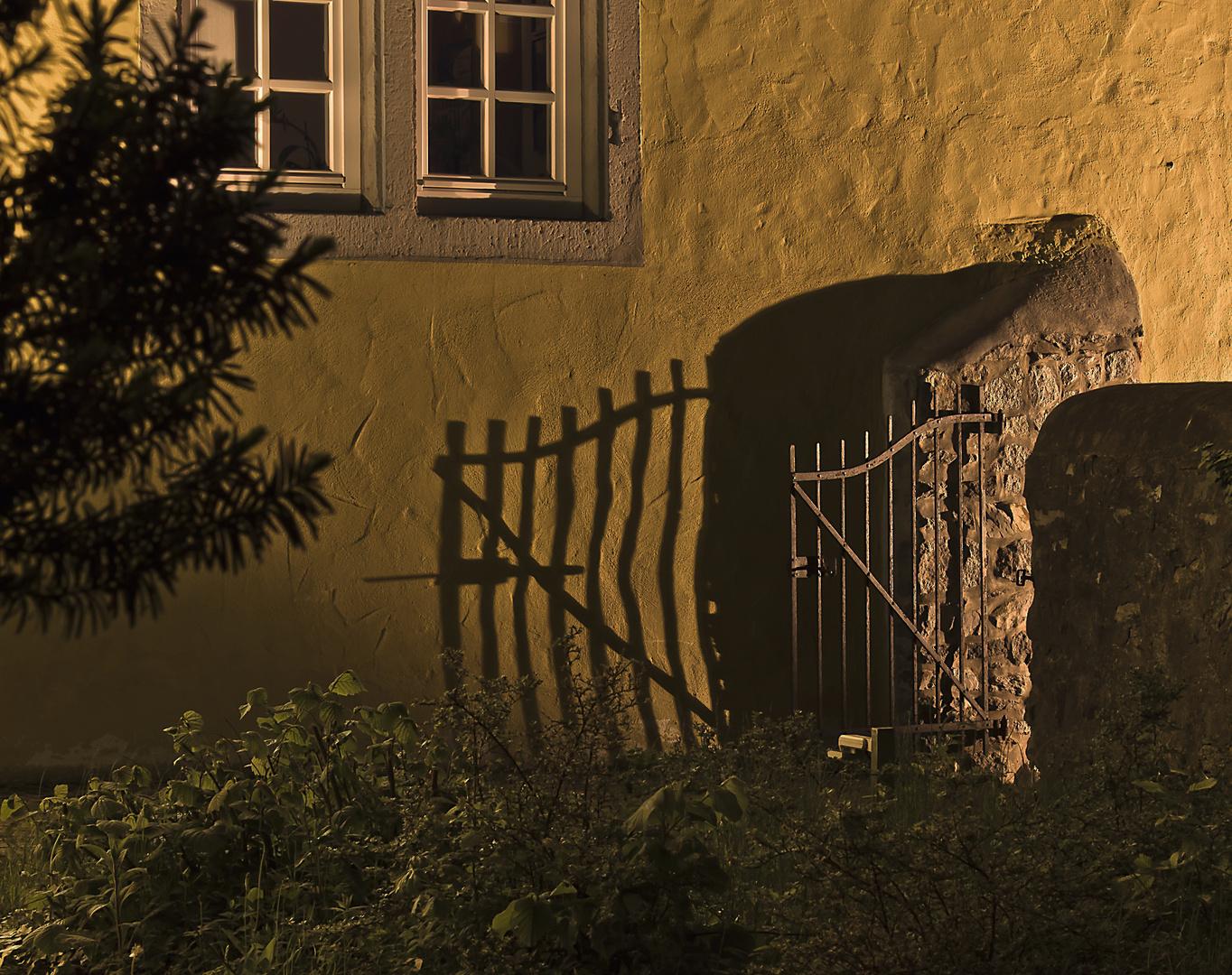 """""""........es knarrte die Gartentür...."""""""