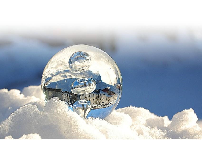 Es tropft, schneit und friert XVI: Kugelt Euch...
