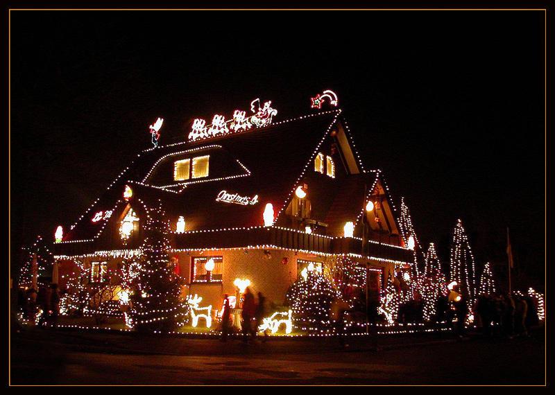 Kitschige Weihnachtsbeleuchtung.Es Weihnachtet Bild Foto Von Petra Kuhlmann Aus Lichtspiele