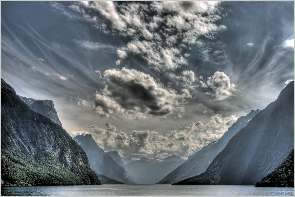 Es wird Abend im Fjordland...