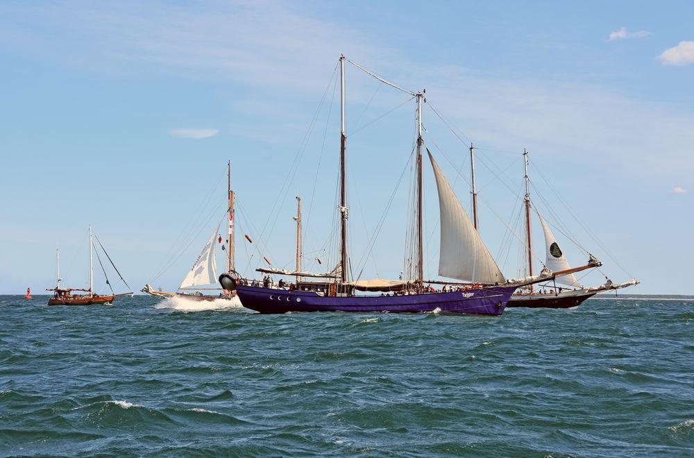 Es wird eng vor Warnemünde auf der Hanse Sail 2019