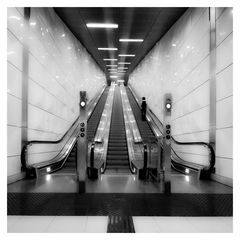 - escalator -