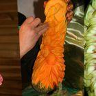 Escultura artística en calabazas y otras legumbres