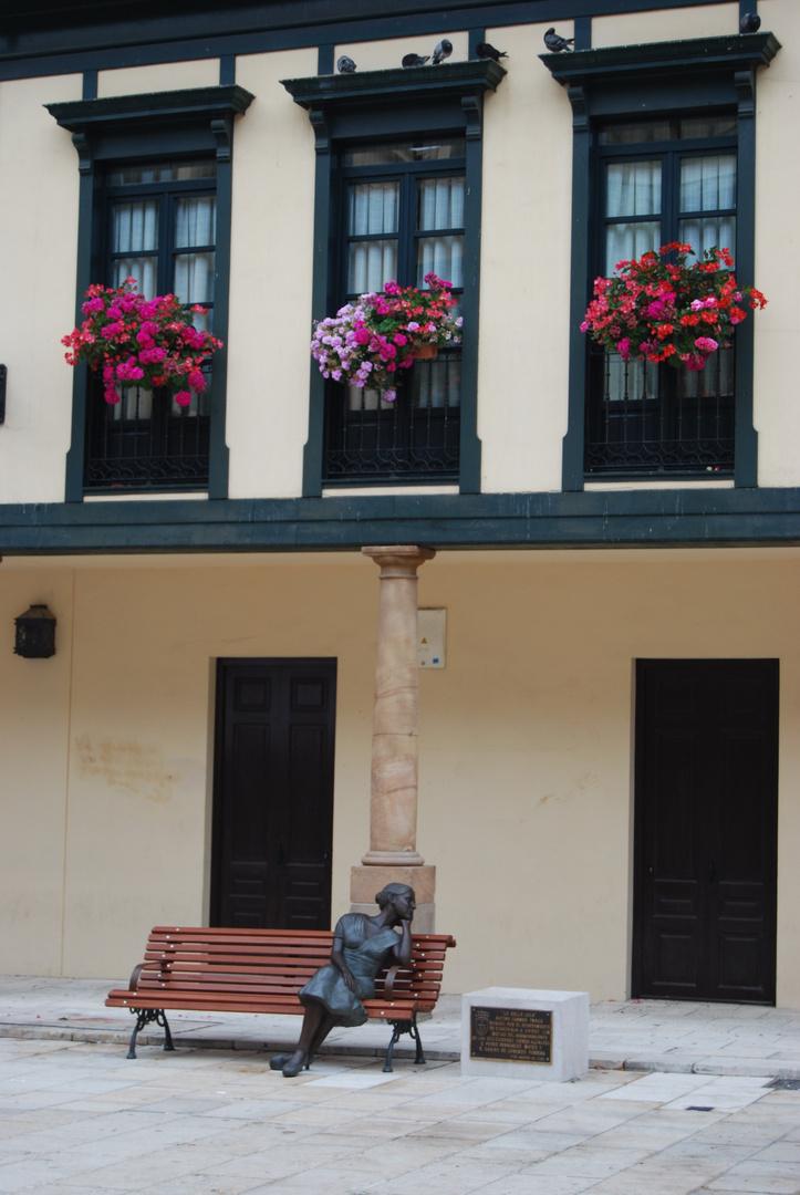 Esperando........... en Oviedo