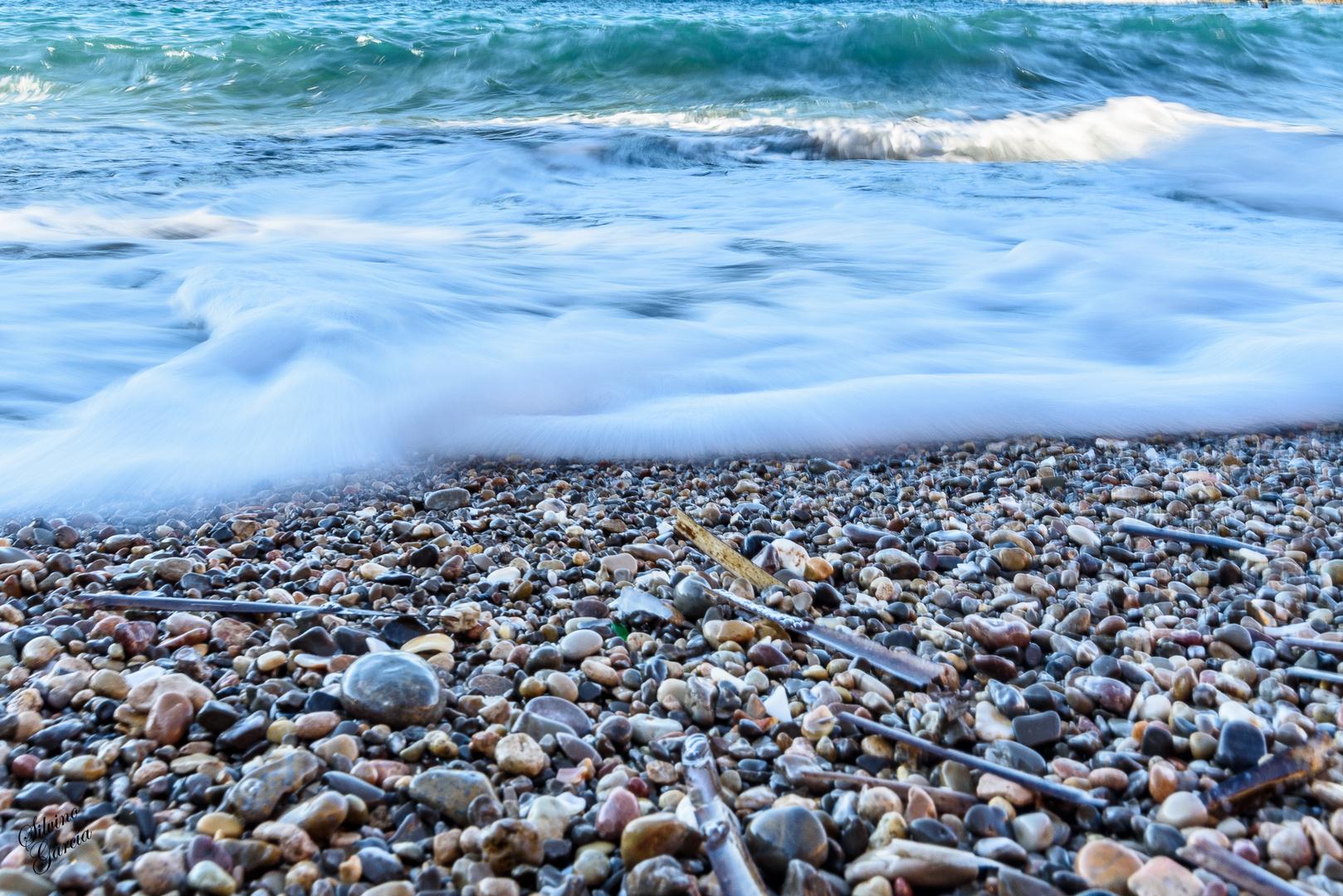 Espuma sobre piedras