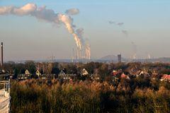 Essen - Kokerei Zollverrein - Blick auf Thyssen Duisburg
