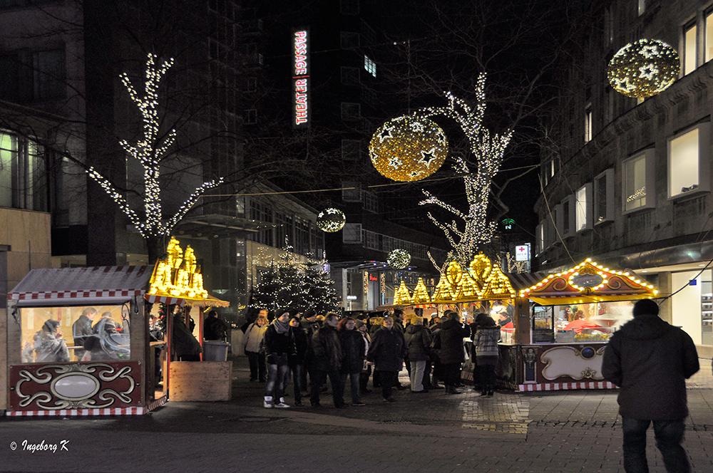 Essen - Weihnachtsarkt - Rathausstraße