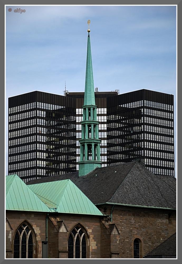 Essener Rathaus mit Dom