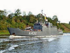 Estnischer Minensucher A 432 TASUJA auf dem Nord-Ostsee-Kanal