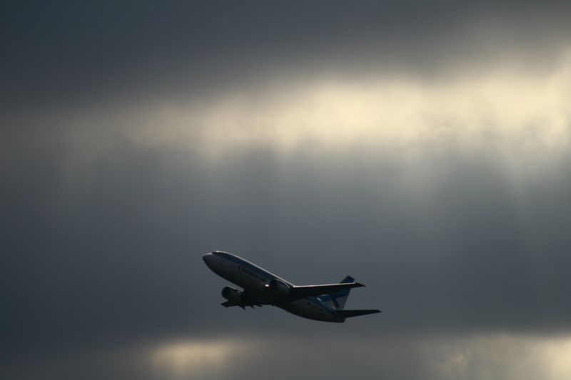 Estonian Airline: Start auf der 05 in Hamburg / Despegue de Estonian de la pista 05 en Hamburgo!