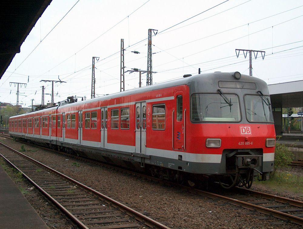 ET 420 (420 885 - 421 385 - 420 385) in Essen Hbf im Jahr 2003