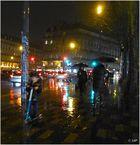 Et de nuit, sous la pluie, glisse et file  la trottinette...
