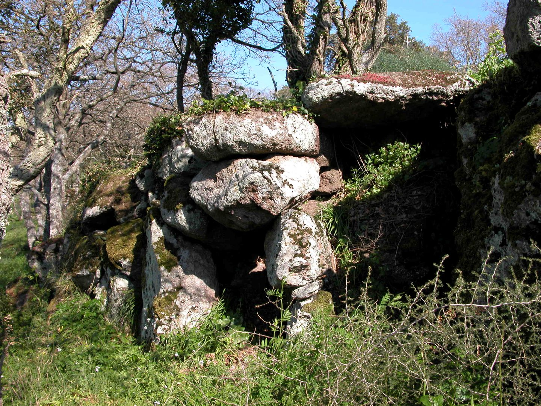 ... età della pietra...antica tomba ...