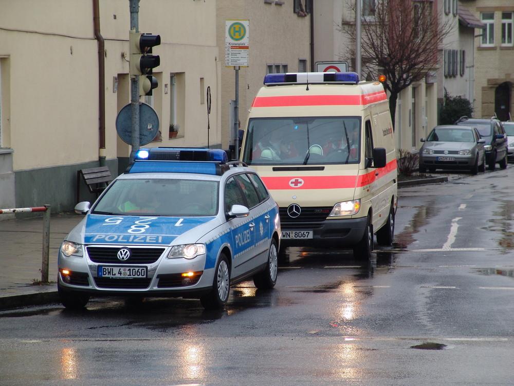 eu polizeiauto und krankenwagen foto  bild  autos