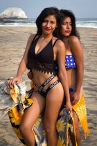Eunice mit Liliana am Strand
