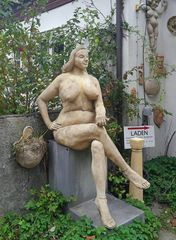 """ Eva mit Kühlhausapfel """