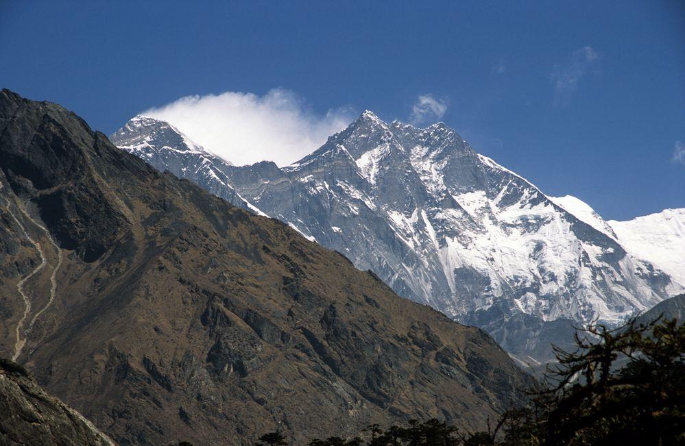 Everest (8848m) und Lhotse (8516m) von links