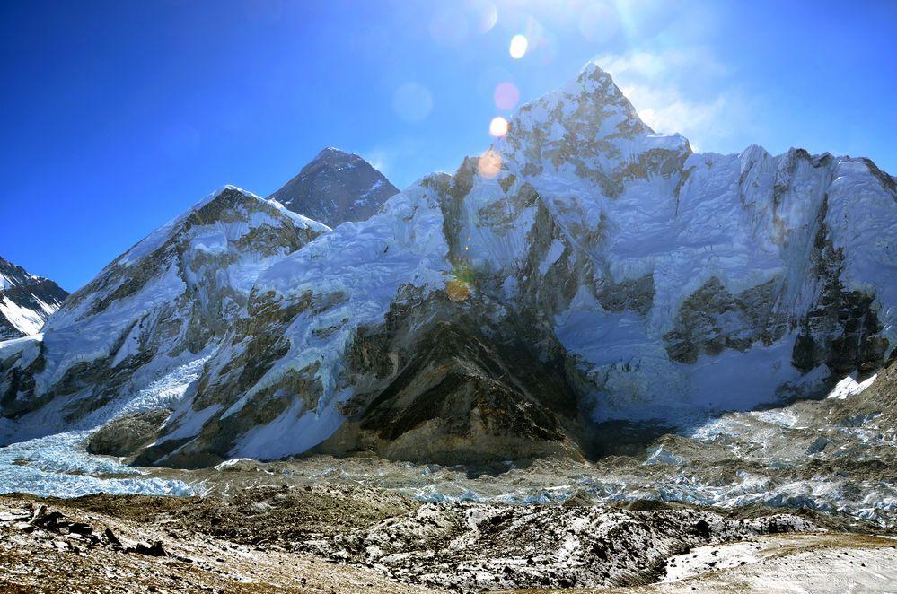 Everest Westschulter, Everest (8840m) und Nuptse (7861m) von links