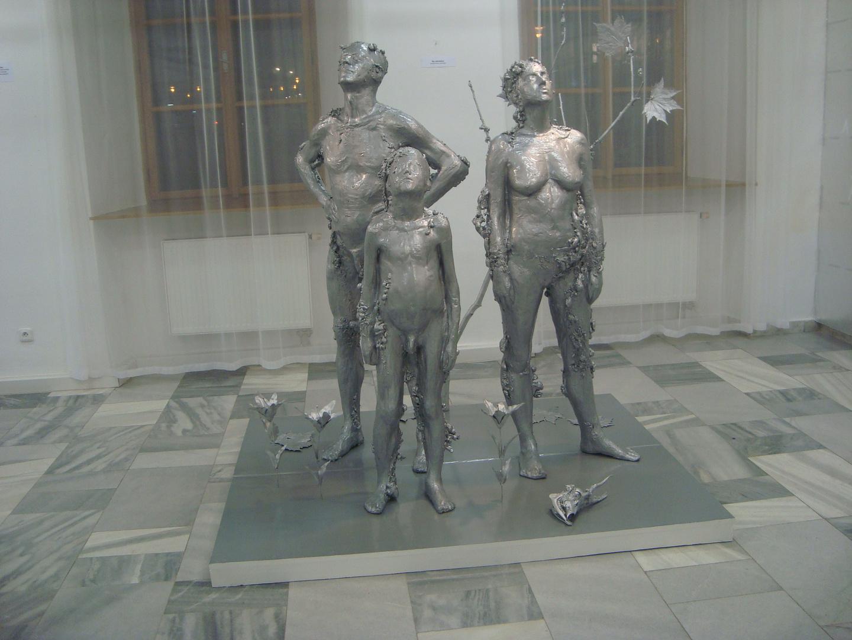 Exhibition 100 YEARS AFTER- statue IN GARDEN