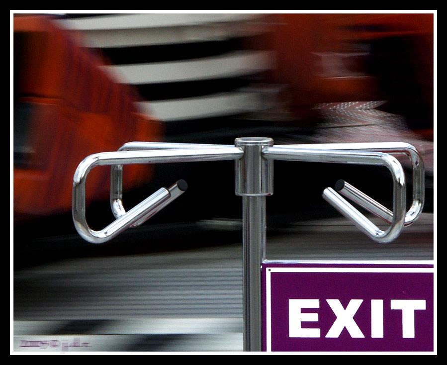 EXIT [oder: sturmbootfahren kann ihre gesundheit gefährden]