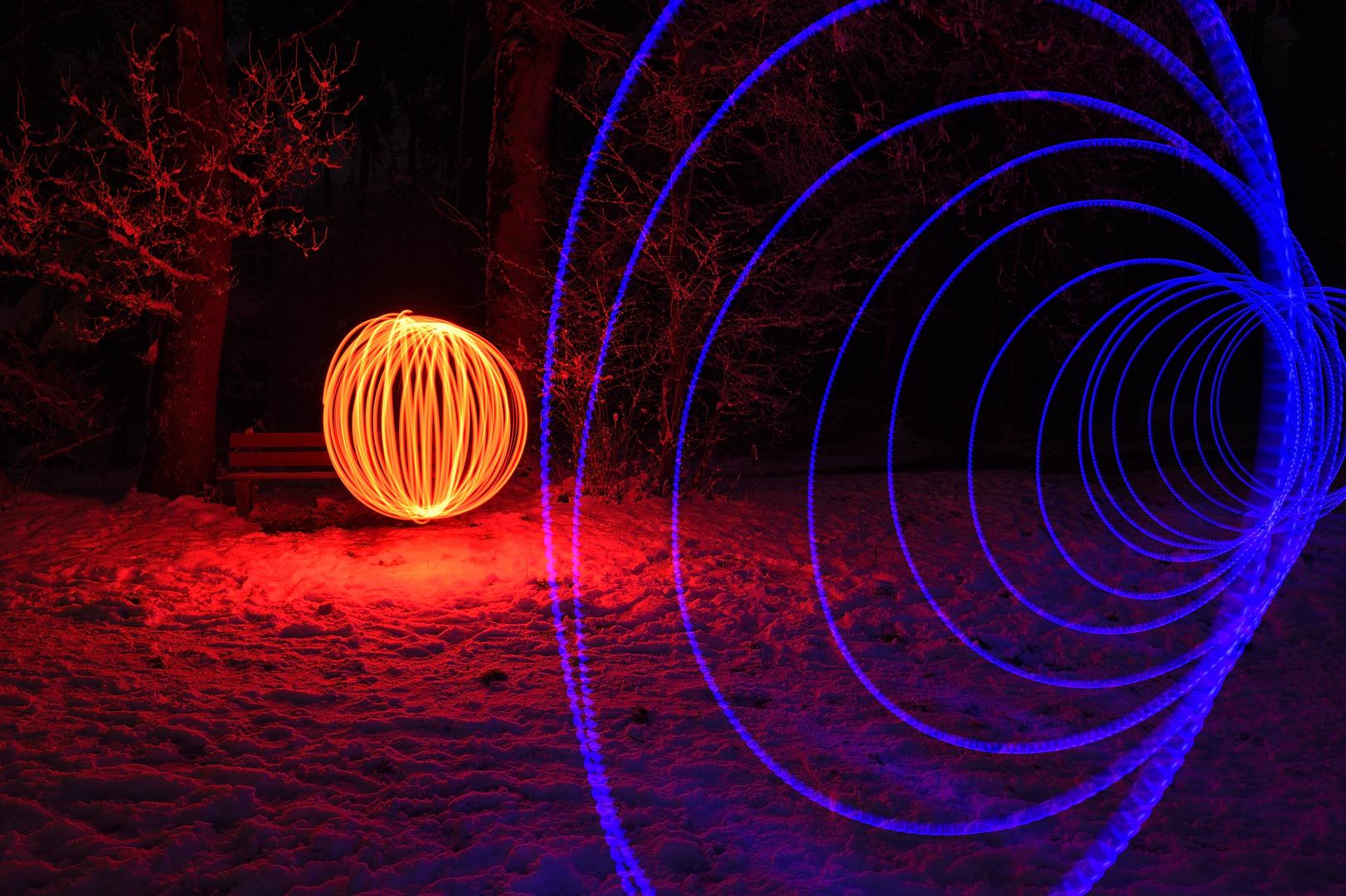 """Experiment 2 mit """"Lichtmalern"""" im Wald ..."""