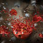 Explosion eines Granatapfels verursacht durch den Biss einer Wespe