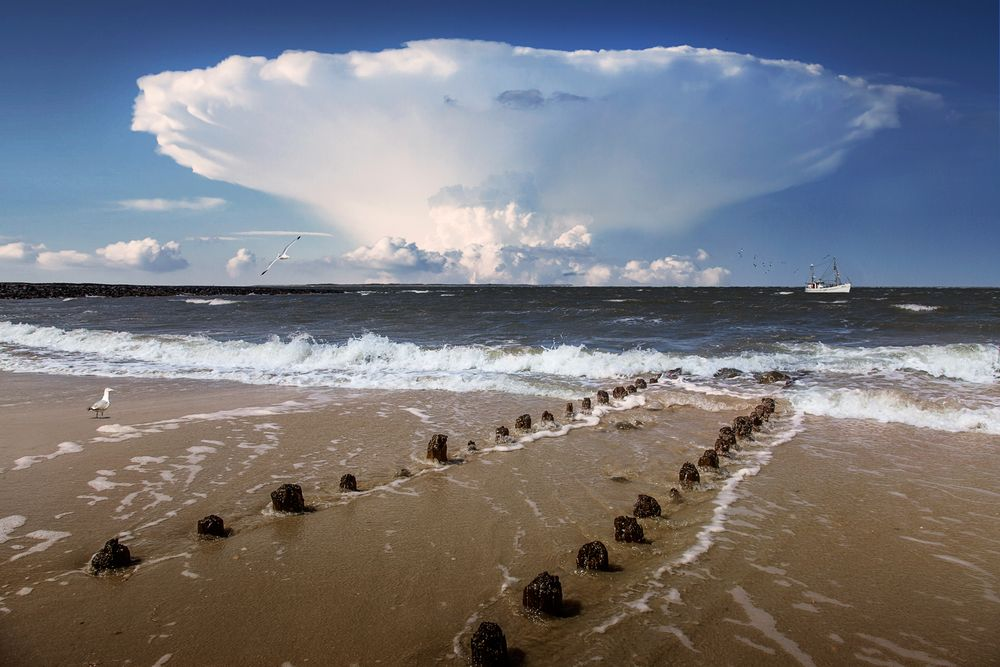 Explosion in den Wolken
