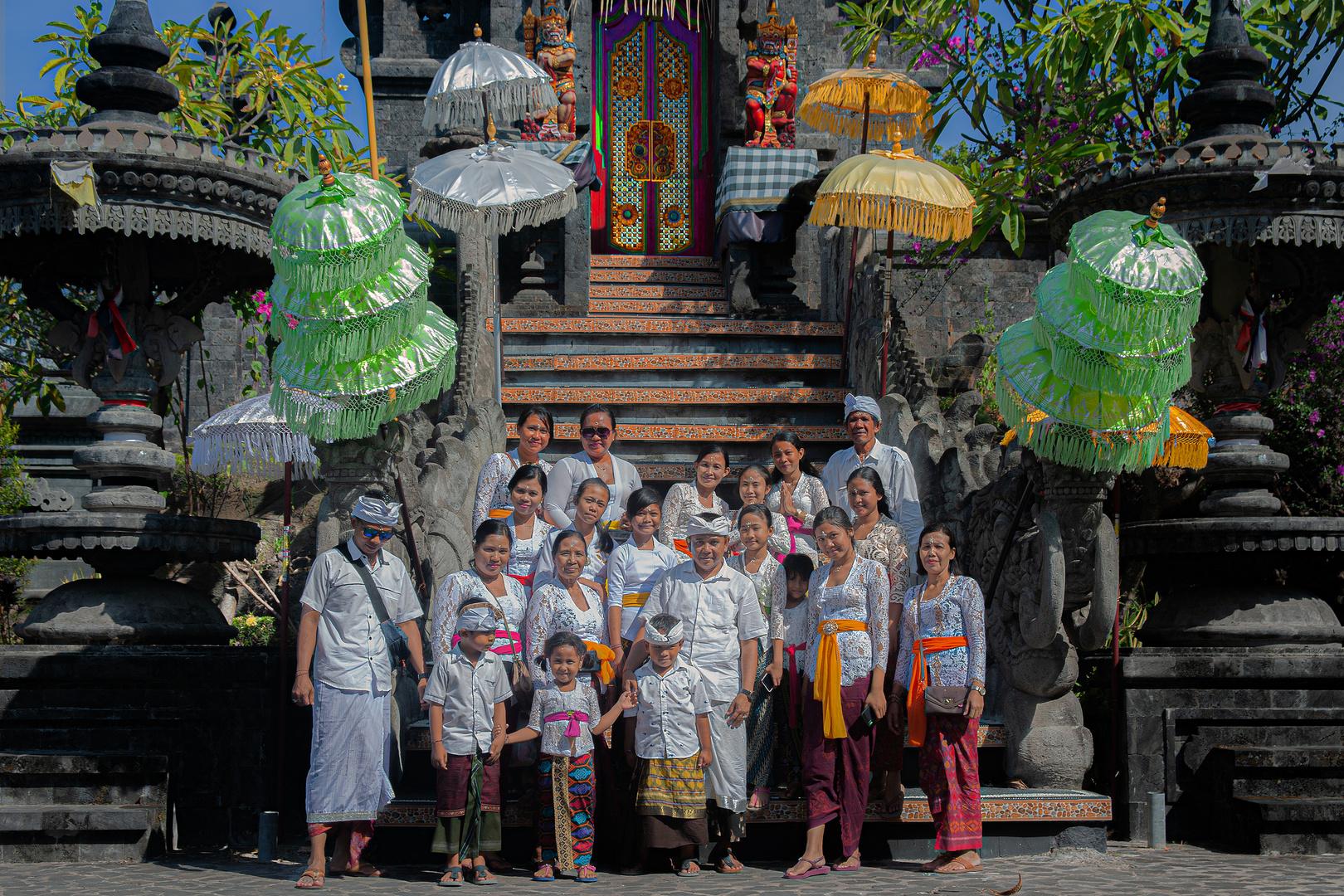 Extended family at the Pura Melanting portal
