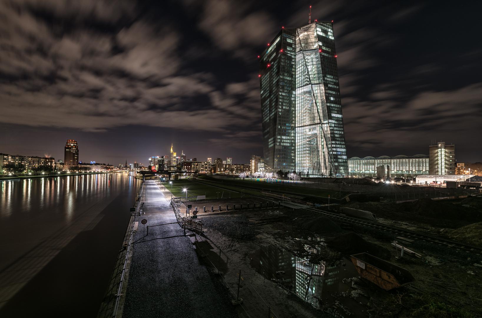 EZB in der Nacht