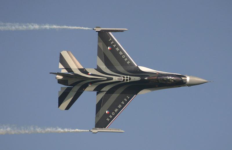 F-16 Demo der niederl.Luftwaffe bei der Air`04 in Payerne