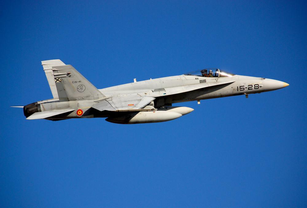 F-18 C15-41_15-28