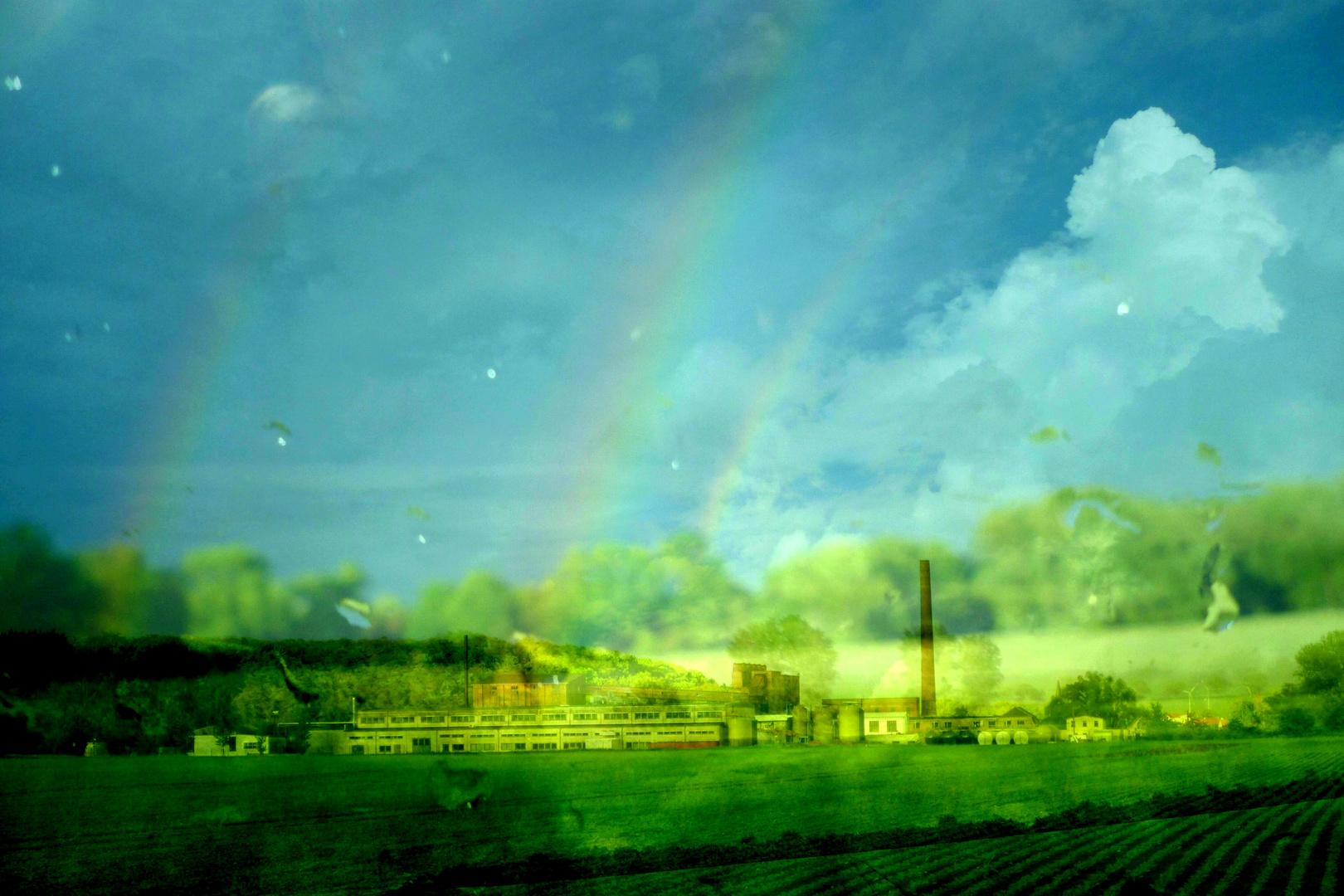 Fabrikgelände kurz vor Köthen mit Regenbogen