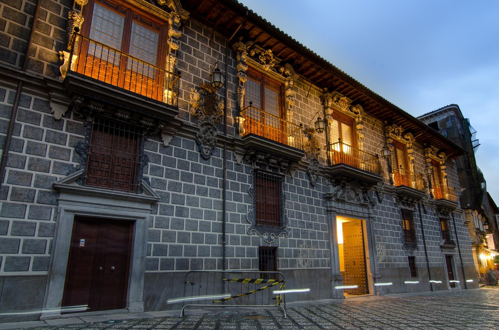 fachada de La Madraza (Granada)