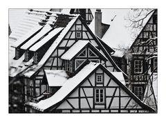 Fachwerk und Schnee
