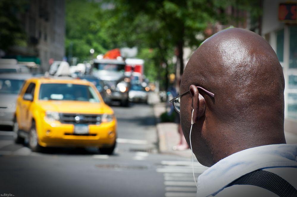 Facing the taxi