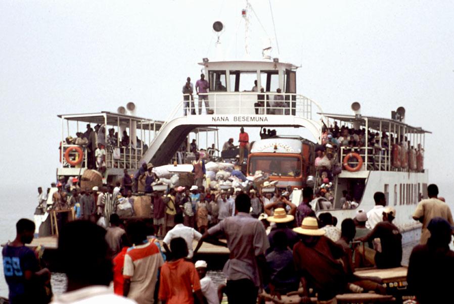Fährschiff über den Volta (Nordghana)