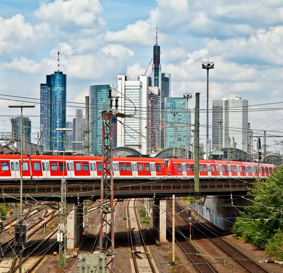 fährt ein Zug nach Frankfurt...