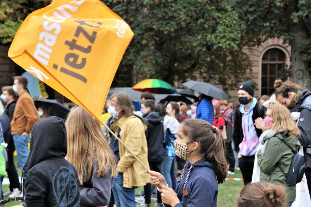 Fahne Demo Friday Stgt Ca-20-26-col Aktuell +nun5Fotos